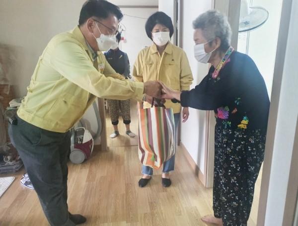 )나주시, 치매 어르신 인지재활 돕는 추석 선물꾸러미1.jpeg